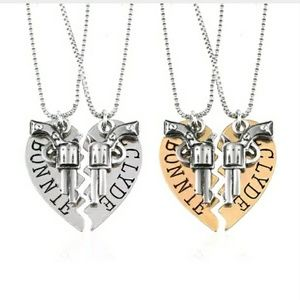 Jewelry - 🔫 'Bonnie and Clyde' Pistol Necklace Set 🔫
